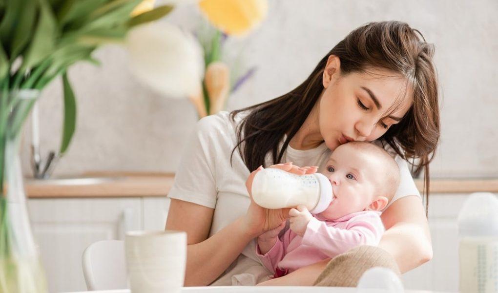 How To Start Breastfeeding After Bottle-feeding