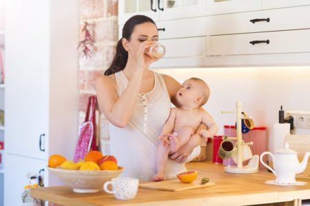 How Much Water Should A Breastfeeding Mom Drink